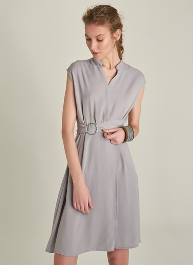 NGSTYLE Kuşaklı Kapamalı Elbise Gri